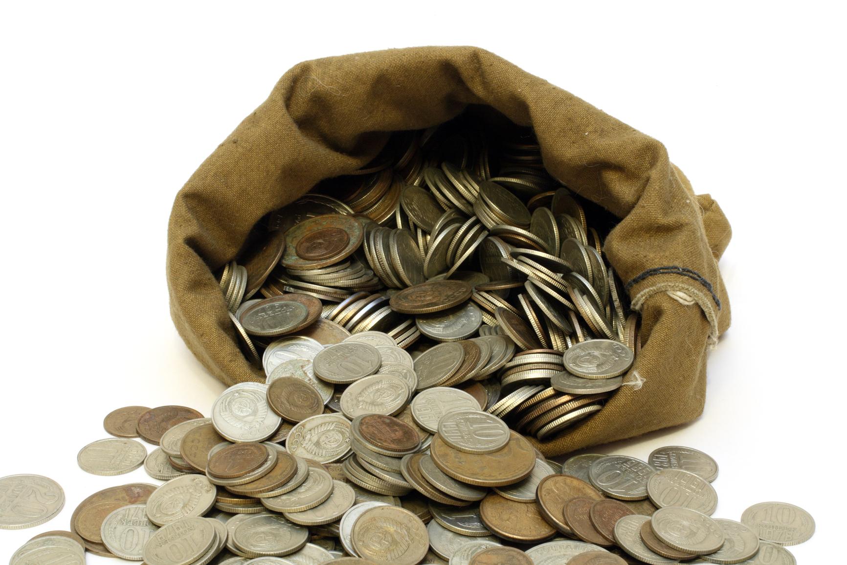 Одним из методов является сбережение денег в иностранной валюта на какой именно для